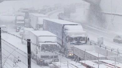 Maltempo, neve: allerta a centro-sud Crotone, frana su una casa: nessun ferito