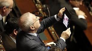 Elezioni, fotoricordo in aula: gli scatti dei parlamentari