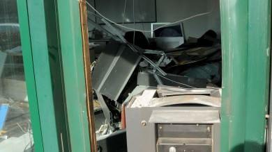 Milano, fuori strada dopo tentato furto  2 morti e 3 feriti nell'auto in fuga dai Cc