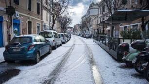 Grandinata a Roma Le strade imbiancate    Istituto Luce :  la nevicata del '29