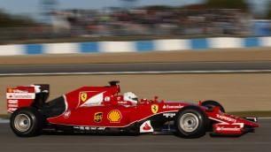 La F1 si svela a Jerez tra selfie e giri di pista    Foto   Vettel testa la Ferrari