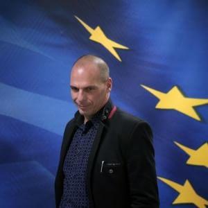 """Grecia, Varoufakis a Parigi: """"Legare il pagamento del debito solo alla crescita"""""""