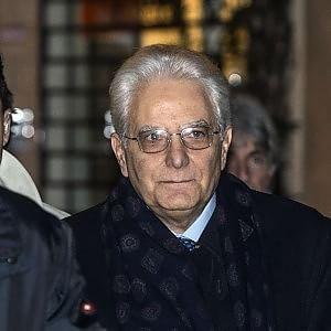 """Mattarella pronto per il giuramento, presente anche Berlusconi. Delrio: """"Invito segnale di apertura"""""""