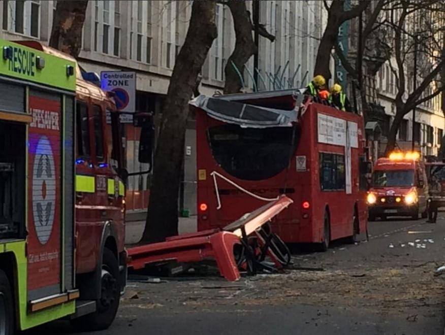 Londra, incidente con un ramo: scoperchiato bus a due piani