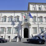 """Il giuramento di Mattarella: """"Avanti con le riforme, istituzioni più credibili per fermare l'antipolitica"""""""