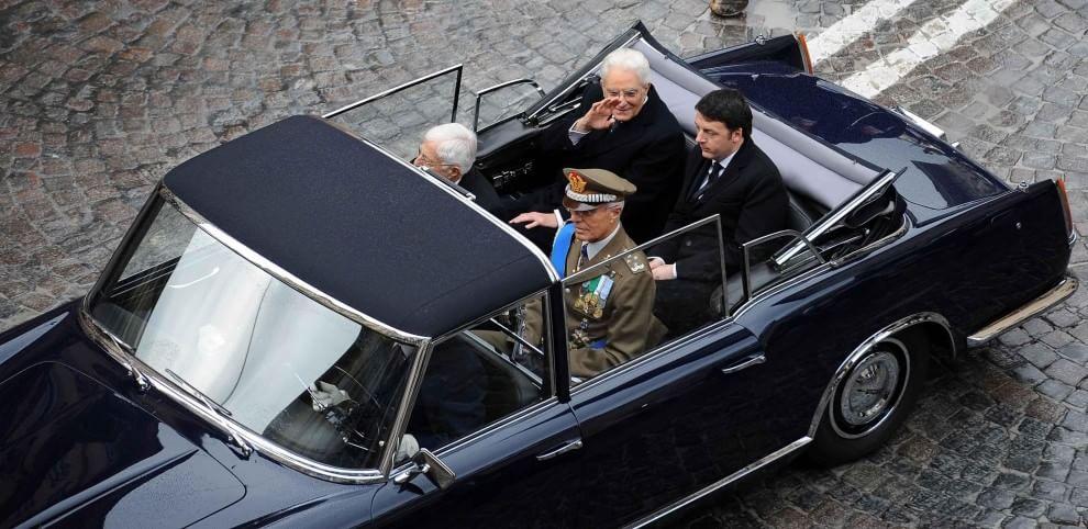 Mattarella sulla Lancia Flaminia presidenziale insieme a Renzi