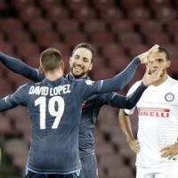 """Napoli, De Laurentiis contro la Rai: """"Incompetenti, partita non trasmessa all'estero"""""""