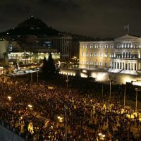 Atene, migliaia in piazza contro la Bce