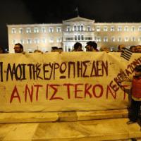 La Grecia dopo quattro anni di Troika: bilancio in pareggio, ma poveri dal 23 al 40% e debito al 175% del Pil