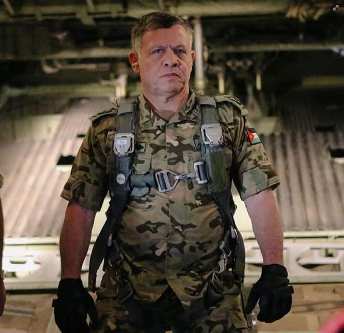 Giordania sul piede di guerra: il re Abdallah indossa l'uniforme