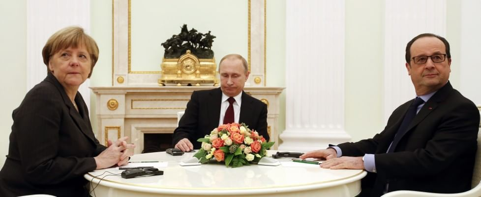"Ucraina, Merkel e Hollande a Mosca. Si prepara un accordo. Biden: ""Russia vuole la crisi"""
