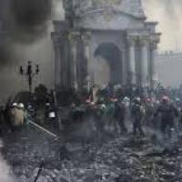 Ucraina, si scappa con ogni mezzo possibile sempre più difficili gli aiuti umanitari