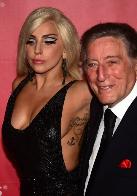 Los Angeles omaggia Dylan: la coppia Bennet-Lady Gaga domina il red carpet