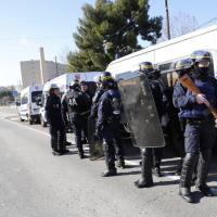 Marsiglia, colpi di kalashnikov nel giorno della visita di Valls