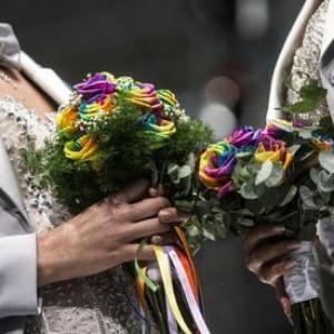 """Gay, Cassazione: """"Divieto di nozze non è discriminazione. Ma serve legge sui diritti"""""""
