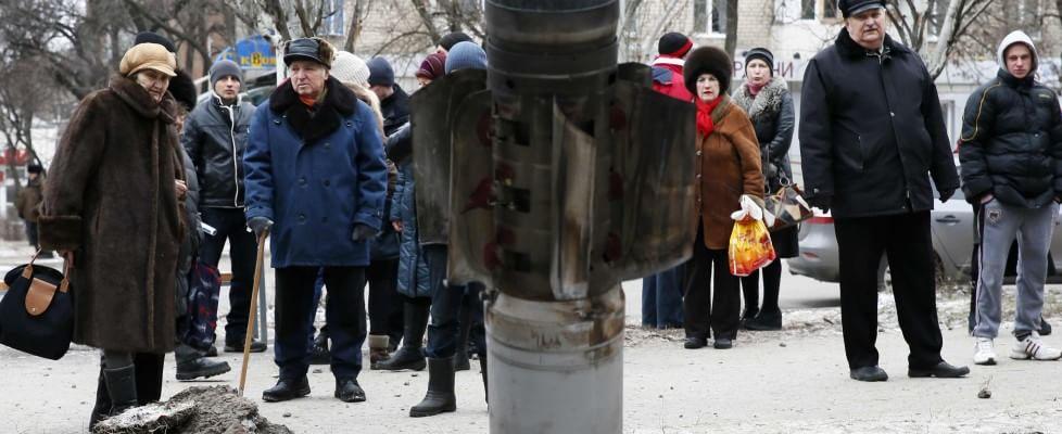 """Ucraina, Kiev denuncia: """"Razzi su Kramatorsk, morti e feriti tra i civili"""""""