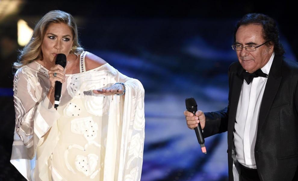 Romina e Al Bano sul palco dell'Ariston tra battute e baci mancati