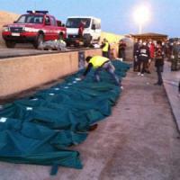 """Lampedusa, l'accusa delle ong: """"Ripristinate Mare Nostrum"""" e Amnesty: """"L'Europa abbassi la testa per la vergogna"""""""