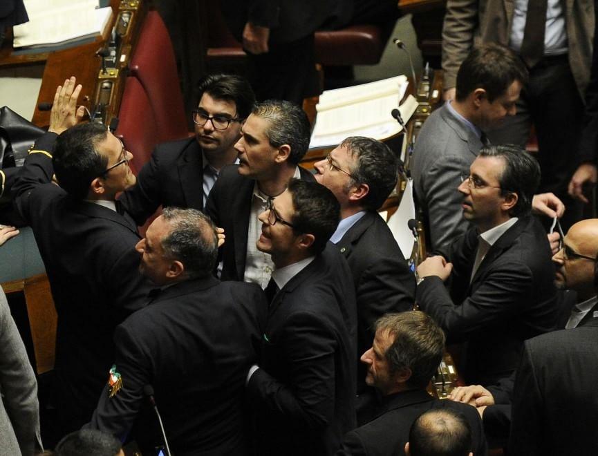 riforme camera rissa tra deputati ncd lega intervengono