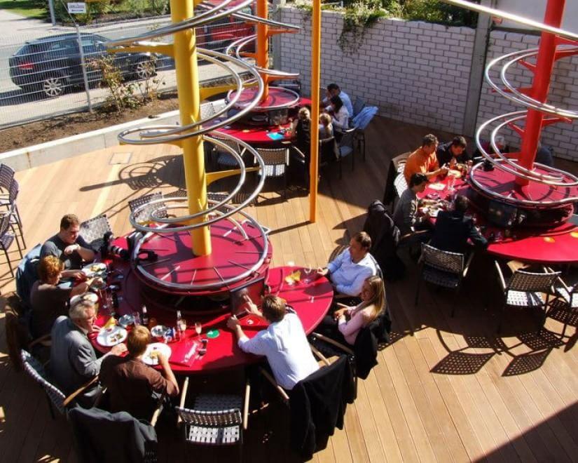 Dal vino nel biberon ai camerieri-ninja: i ristoranti più ...