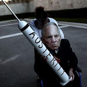 """Stop dell'Eurogruppo alla Grecia. Atene: """"Richieste assurde e inaccettabili"""""""