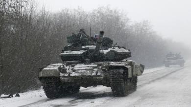 "Ucraina, Merkel: ""Situazione fragile"" Kiev accusa i ribelli: ""Bombe su Donetsk"""