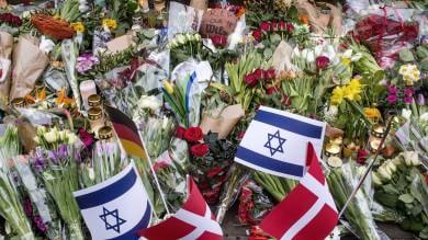 """Copenaghen, ebrei danesi a Netanyahu: """"Grazie dell'offerta, ma restiamo qui""""   Il video  I primi attimi dopo la sparatoria"""