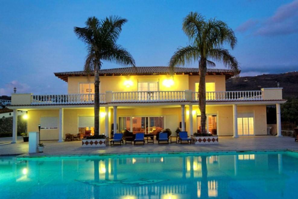 Ville lusso e capricci la piscina arriva in camera - Foto di ville con giardino ...