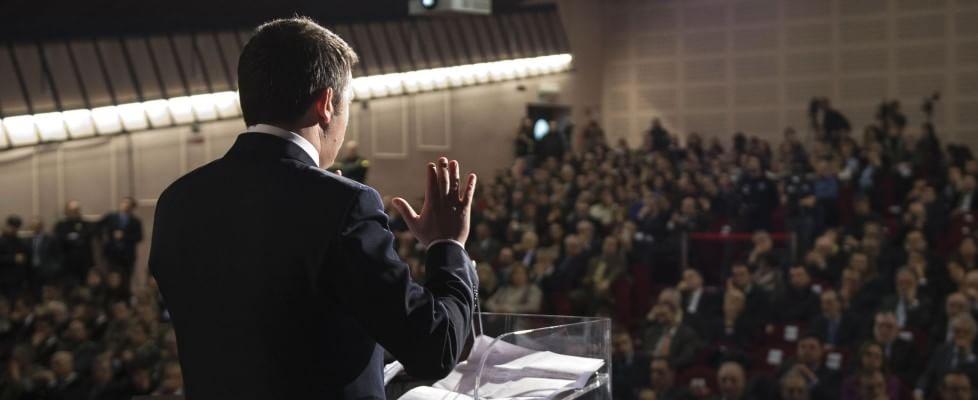 """Libia, """"Italia pronta a un ruolo guida"""". La scommessa di Renzi e il mandato dell'Onu. Il rischio dei terroristi sui barconi"""