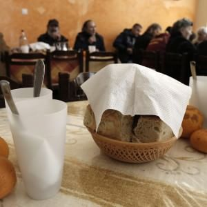 Caritas: quasi una persona su tre a rischio povertà