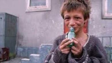 Povertà, un europeo su 4 a rischio indigenza  E l'Italia dimentica le famiglie in difficoltà