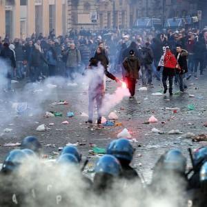 Hooligan olandesi: nessun allarme, divieti aggirati: così l'orda ha beffato la polizia