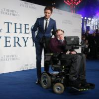"""Hawking: """"Colonizzare altri pianeti è l'unica salvezza per l'umanità"""""""