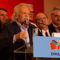 """L'eroe della Resistenza contro Tsipras: """"Intesa vergognosa, chiedo scusa ai greci per averlo fatto votare"""""""