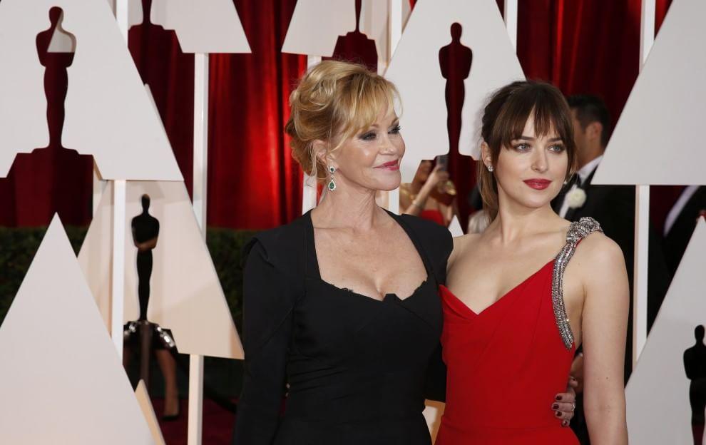 Bianco, rosso e nero: i colori sul red carpet da Dakota Johnson a mamma Melanie