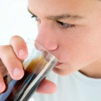 Studio Usa: 1 bibita gassata al giorno può aumentare il rischio cancro