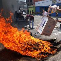 Venezuela: studenti in piazza contro il governo, ucciso un 14enne