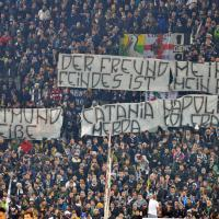 Champions League, striscioni razzisti dei tifosi della Juventus