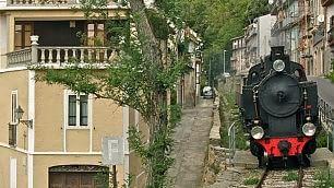 Quell'Italia che scorre piano Il revival del treno d'epoca     foto