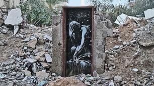 Il documentario di Banksy    foto    Graffiti tra le macerie di Gaza