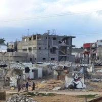 Gaza: i nuovi graffiti di Banksy fra le macerie