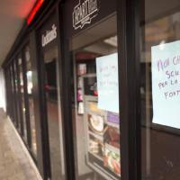 Feyenoord, la scritta in un pub di Rotterdam: ''Scusate per la fontana''