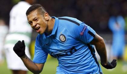 """Inter, la firma di Guarin   foto     Mancini : """"C'è da lavorare"""""""