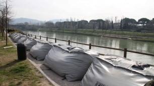 Contro le alluvioni in Arno arrivano gli argini gonfiabili    video