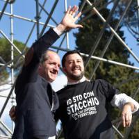 """Lega-CasaPound in piazza, antirazzisti contro. Salvini: """"Renzi è servo sciocco di..."""