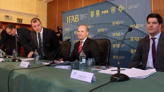 Ifab dice no alla moviola in campo, sotto esame la tripla sanzione