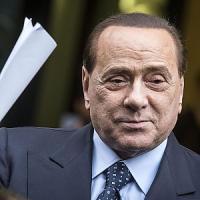 Infortunio per Berlusconi, frattura composta del malleolo