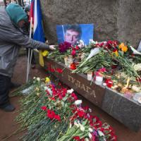 Russia: omaggio a leader politico assassinato, a Mosca marcia per Nemtsov. Il killer in un...