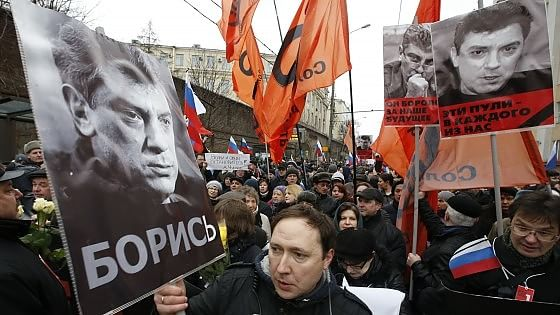 Russia, a Mosca marcia per Nemtsov. Il killer in un video