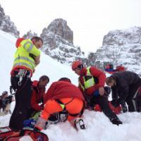 Incidenti montagna, slavina in Veneto: una vittima e due feriti. Morti quattro e...